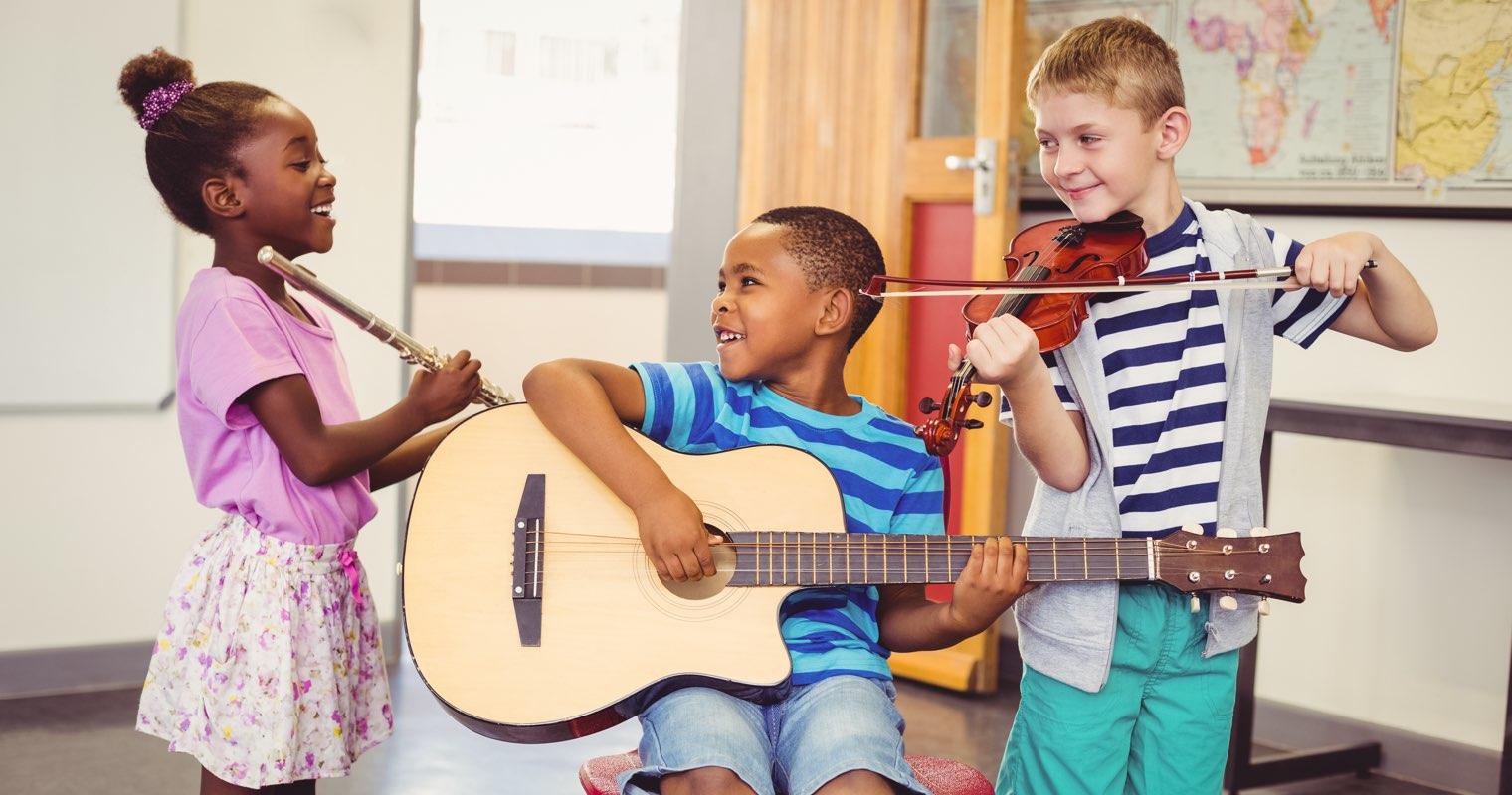 Barn spelar musik