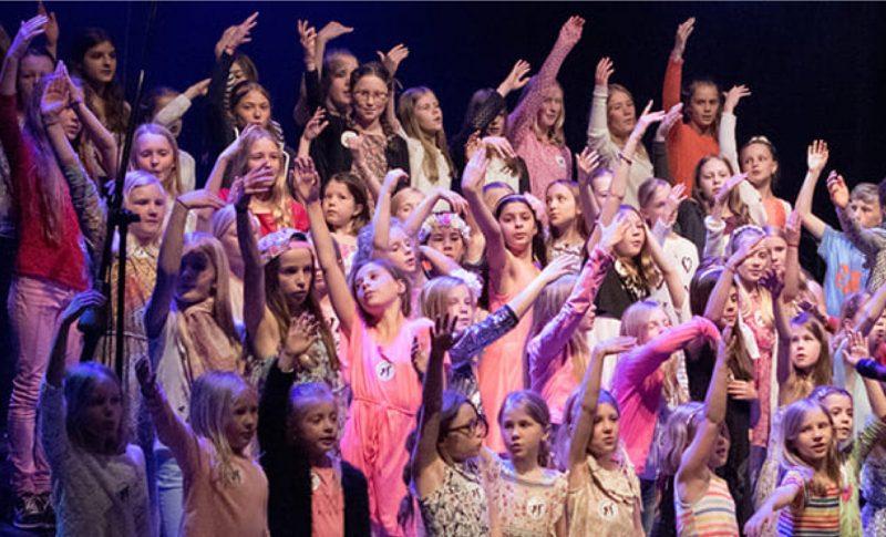 Barn som sjunger i kör